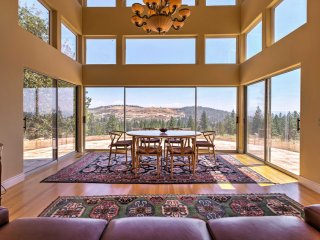NEW! 1BR House in Oregon House w/ Mountain Views!
