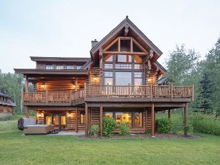 Teton Springs Luxury 5 Bedroom Cabin - Sleeps 14!