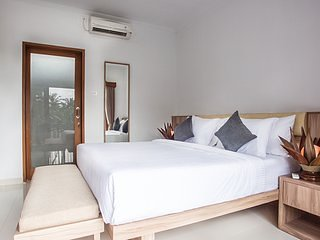 Seminyak Room Suites 9 Eat Street PREMIUM LOCATION - Modern Bedroom