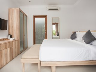 SEMINYAK Room Suites 8 Eat Street - PREMIUM LOCATION Modern Bedroom