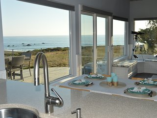 Spectacular Ocean Views, Remodeled, Sleeps 8, With 3 Fireplaces & Game Room!