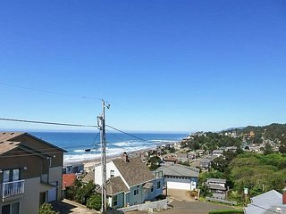 Luxury home overlooking the Pacific Ocean and Cascade Mountain Range!