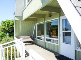 Located in popular Bayshore, this home is perfect for a couple or family!