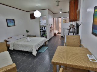 Niu Ohana Bolabog Hotel - Superior Quad Room - 1