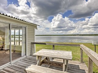 New! 1BR Silver Springs Cabin - Right on the Lake!
