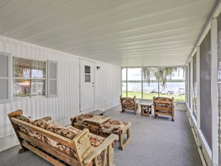 New!​ 2BR Silver Springs Cabin w/ Lake View Porch