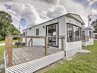 New! 1BR Silver Springs Cabin - Steps to the Lake!