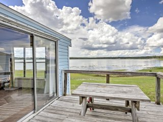 New!​ Cozy 1BR Silver Springs Cabin w/ Lake Views!