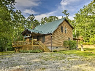 New! 2BR Cedar Mountain Cabin - 6 Private Acres!