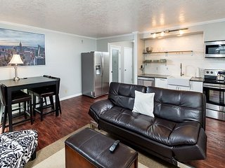 Modern 1BR Skyliner Condo w/ Gas Fireplace, Next to Pioneer Park