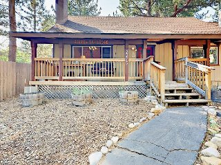 2BR + Loft Chalet Near Heavenly & Hot Tub—Walk to Shops & Trails