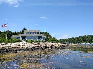 6BR Waterfront Estate on Pratt's Island w/ Bunk House & Loft - Near Dining