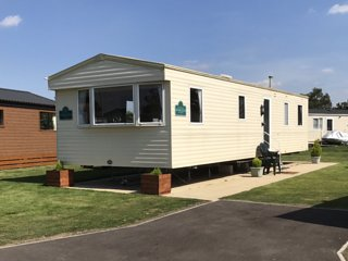 8 berth caravan at Tattershall Lakes Country Park !! HOT TUB ARRIVING SHORTLY!!
