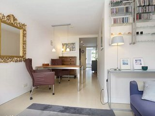 Center, Jordaan apartment in quiet street and close to it all
