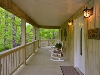 COTTONTAIL CREEK Skiing/dining/hot tub/creek/wifi/fireplace/gated/paved access
