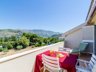 Apartment Staka - Three-Bedroom Apartment with Balcony and Sea View