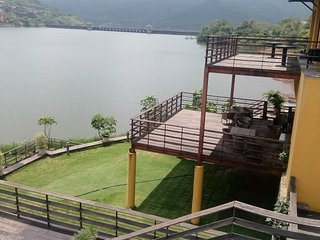 Riverside 3-BR villa for 9, ideal for a serene vacation