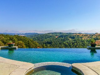 Luxury hilltop estate w/ private pool and hot tub, surrounded by wineries!