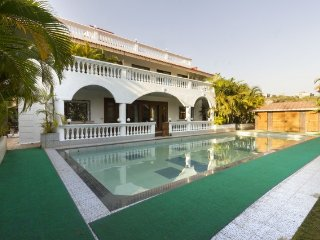 4-BR bungalow with an azure pool and a luxurious aura