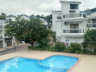 Well-appointed 2 BHK, ideal for a beach holiday