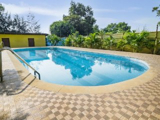 Relaxing retreat with a pool, 3 km away from Morjim Beach