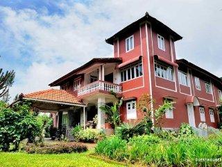 8-BR homestay amidst lush greenery