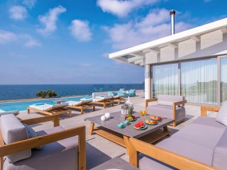 Relaxing outdoor area that enjoys stunning sea views!