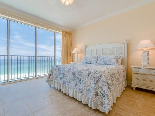 PCB 2bd/2ba WITH GULF VIEW! FREE Activities included with stay~ BOOK NOW!