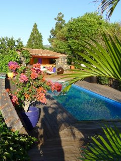 Jardin y Casa La Verada - Ferienhaus mit Pool in subtropischen Garten