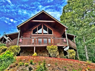 New Listing! Gorgeous View Smoky Mountain Log Cabin