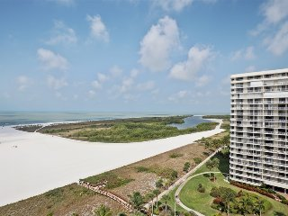 2 Bed updated Condo On the Beach