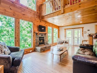 Lake Front | 2BR 2BA | Hot Tub | Game Room | Fire Pit | Privacy | Fishing