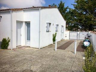 Beach house Atlantique, 400 meters from the beach and village, Ile de Ré