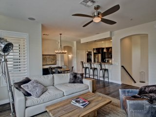 North Scottsdale 2 Bedroom Condo close to 101 and Golf Courses!