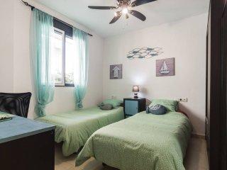 Las camas individuales del dormitorio que se pueden juntar para hacer una doble.