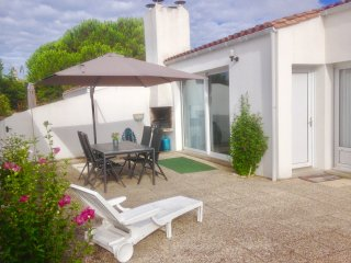 Beach house Atlantique, 400 meters from the beach and village, Ile de Ré
