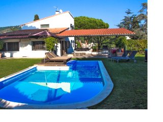 ONE - OFF AUGUST DISCOUNT: Exquisite villa for 9 in Cabrera de Mar, only 2km to