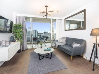 GORGEOUSLY FURNISHED THE OAKS APT WITH CITY VIEWS