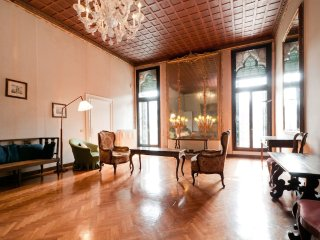 Grand Canal Heritage Home – a noble home right on Venice's Grand Canal.