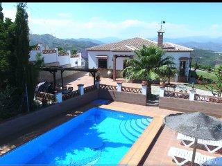 Villa con piscina, jardín, WiFi, aire acond.
