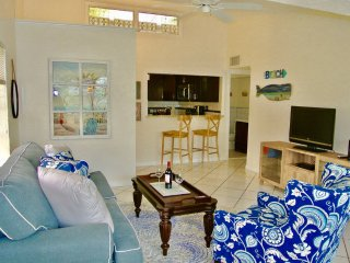 The Bare Feet Retreat in DWNTN Hollywood - 3 Bdrm!