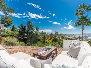 Gorgeous 3 BR/3BA Cape Cod in the Heart of San Diego