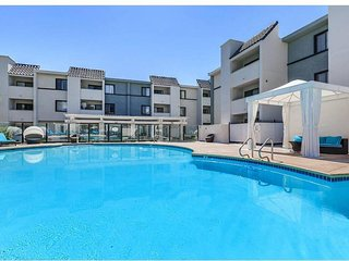 Luxurious 2 bedroom apartment near strip and UNLV