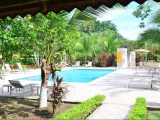 Tranquil Jaco condo steps from the beach and town