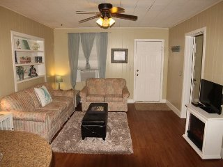 Carriage Apartment, 2 Bedroom,1 Bath, Balcony, Located Downtown St. Augustine