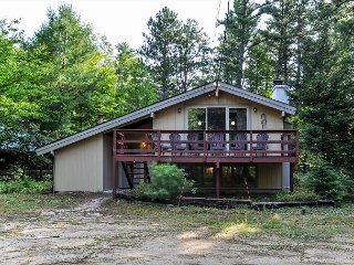 BRAND NEW:4 BR Renovated Chalet at the Base of Cathedral Ledge! Pets Welcome!