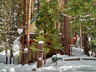 Relaxing 2BR Cabin W/Loft in 'Bear Valley' - Walk to Blue Lake Springs Lake & Country Club WIFI