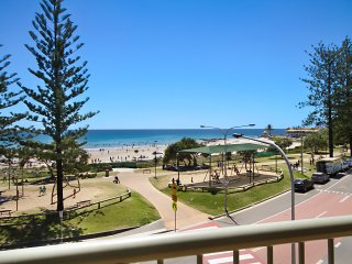 Kingston Court unit 11 - Beachfront unit easy walk to clubs, cafes and