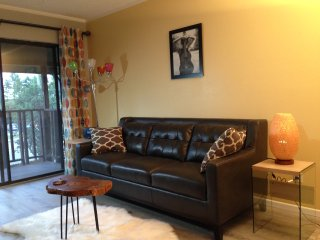 2BR/2BH condo in downtown, feel at home...