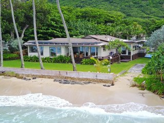 Aloha Hawaiian Estate - beachfront, near PCC